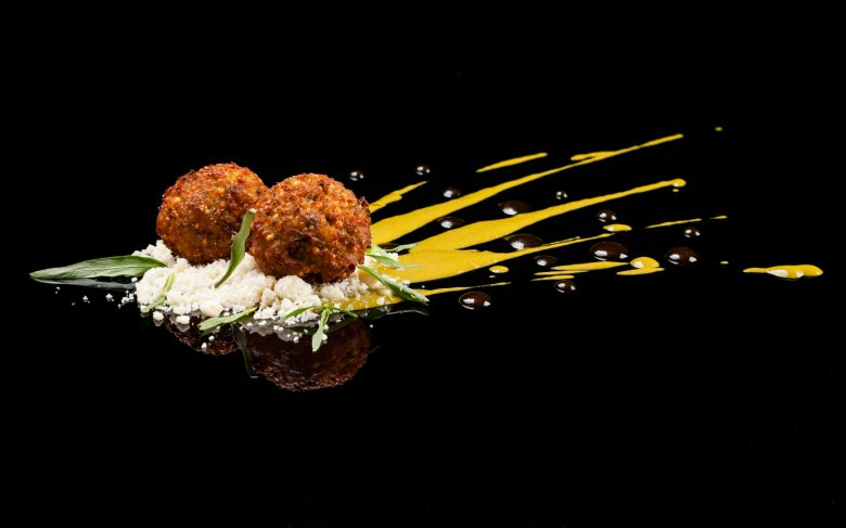 Quinoa and Feta Falafels on a Macadamìa nuts bed, spinach emulsion perfumed with caramel apple vinegar