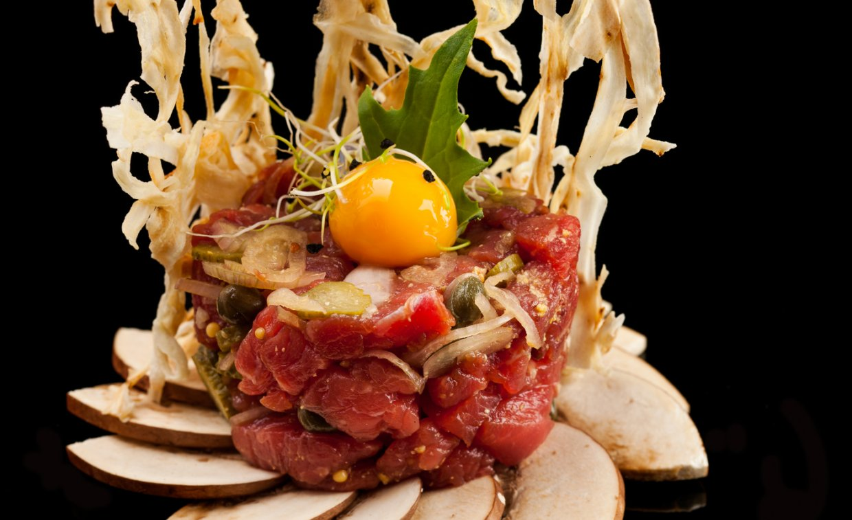Steak Tartare from Valle Del Esla with crunchy Salsifi on a Portobello Carpaccio